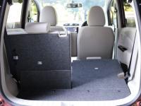 5対5分割可倒のシートバックに加えて、170mmのスライド機構も採用する。後席を前に出せば、大きな荷室空間を確保できる。
