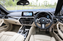 BMW 5シリーズ ツーリング(コックピット)