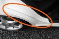 トヨタ アルテッツァ(塗装表面に指先を滑らせてみる)