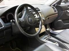 車のシフトロック解除ボタンの役割とは