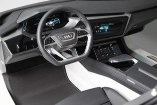 繋がる未来へ。進む運転のデジタル化