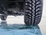 ノーマルタイヤとスタッドレスタイヤの燃費や制動距離に違いはあるのか