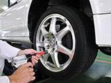 車のタイヤのアルミホイール化の利点や乗り心地について