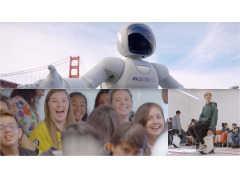 ホンダ「ASIMO」に目を輝かせるシリコンバレーのこどもたち