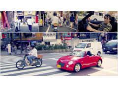 トップ・ギア元司会者がホンダ カブでダイハツ コペンと東京の街でチェイス!
