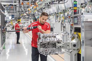 8気筒エンジンのための新工場を開設