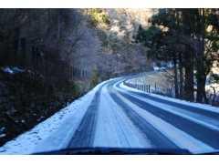 雪道運転のコツと注意点
