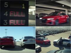アウディRSモデル2台がクリスマスの駐車場で対決! 爆走して競い合う理由とは!?