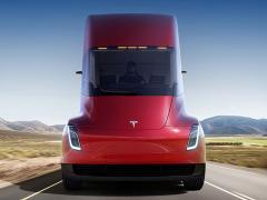 テスラ、EVトラック「テスラ セミ」の価格を発表