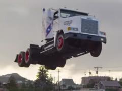 トラックが見せる! 迫力50メートル超え世界記録ジャンプ!
