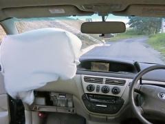 禁断のクルマ実験室 助手席エアバッグの威力を車内で試す
