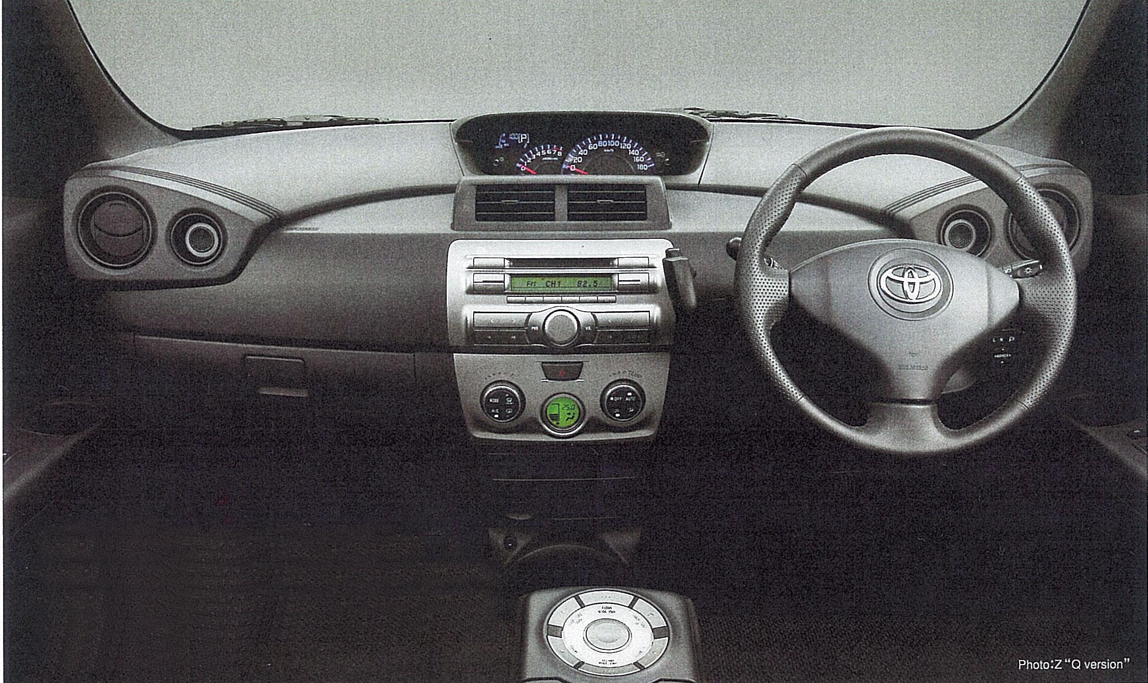 インパネデザインはDJブースをイメージしたものだという。エアコン吹き出し口にならんでいるのはツィーター。Qバージョンでは9スピーカーシステムのオーディオが標準装備で、アームレストコントローラーも標準装備