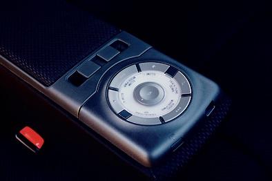 オーディオ、イルミネーションのコントロールは手元の「アームレストコントローラー」で行なう。まったりモードでも使用可能