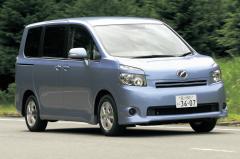 大ヒットモデルのフルモデルチェンジ! トヨタのノア/ヴォクシーは日本車の救世主となるか?