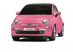 ルージュを思わせる鮮やかなピンクが女心を揺さぶる!フィアット500