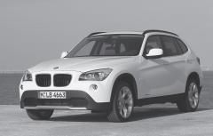 日本の機械式駐車場に入る BMWの新型コンパクトSUV X1