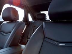 【キャデラック】快適なシートベルトでドライブ「オートマチックセーフティベルトタイトニング」