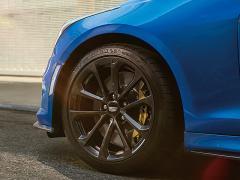 GM、「キャデラックATS-V」の限定車「ATS-V VECTOR BLUE SPECIA