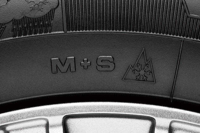 タイヤ本体のサイドウォールには、「マッド&スノー」表記に加えて、欧州で冬タイヤとして認証された証となるスノーフレークマークも。