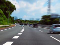 危険な「あおり運転」対策!事故を防ぐ3つの対処法・煽り運転は罰金、一発免停も