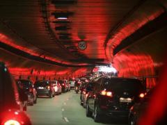 車の運転中に地震が起きたら?シーン別対処方法と便利なサイトを紹介