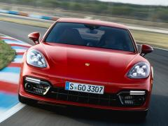 独ポルシェ、「パナメーラ GTS」「パナメーラ GTS スポーツ ツーリスモ」を欧州で発表