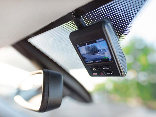 ドライブレコーダーを設置すると、カーナビなどにノイズが発生するのはなぜ?