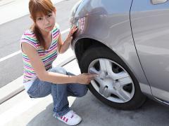 タイヤ交換時にホイールなどに傷がついていた場合の対処法