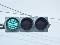 ドライブレコーダーでLED信号が点滅して見える原因と対応法とは