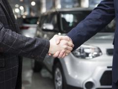 年末年始、車を買うならどっち?ボーナス商戦?新春セール?