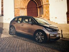 BMW、電気自動車「i3」の新型バッテリー搭載モデル 最大航続距離は466km