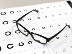 運転免許更新時の視力検査の基準は?不合格になった場合の対処は?