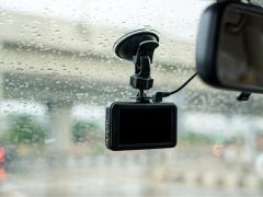 ドライブレコーダーの吸盤が落ちてしまう場合の対処法