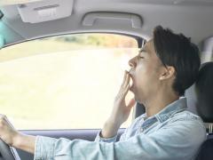 運転中に眠くなる原因と眠気覚ましの方法とは
