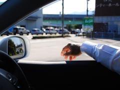 車内喫煙はクルマの価値を下げる行為!中古車査定の影響と対策について