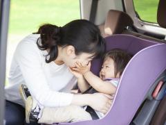 車内で授乳するのは法律違反になるのか?