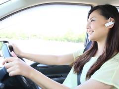 ハンズフリー通話しながら運転することは違法になるのか