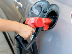 軽自動車に軽油はダメ!間違えてしまう理由と軽油を給油した場合どうなるのか