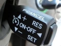 オートクルーズ(クルーズコントロール)機能とは?後付けできる?〜北海道ドライブに便利な機能