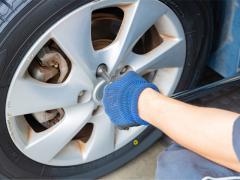 タイヤ交換(脱着)の工賃を業者別に比較!持ち込みタイヤの工賃は安い?