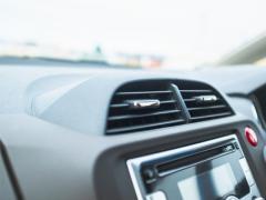 車のエアコンがおかしい!修理や費用はどれくらいかかる?