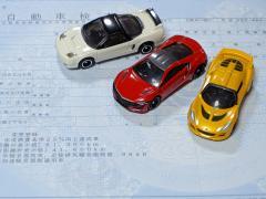 自動車保険の等級とは?等級が上がる・下がる条件と保険料の違い