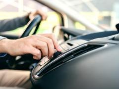 車内で音楽を聴く方法にはなにがある?音楽プレーヤー・スマホの接続方法とは