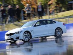 BMW Mモデルでドリフト体験! だれでも参加OKのドライビング・レッスンをお台場で開催