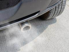 アイドリングストップの環境への影響は!?排気ガスの排出量や燃費について