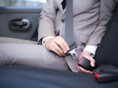 肩ベルトが首にかかる!?シートベルトの高さを調整して安全ドライブ