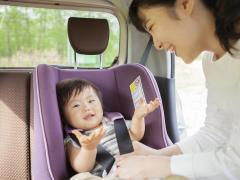 チャイルドシートの取り付ける位置はどこが安全?