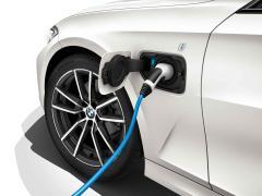 BMW 新型3シリーズグレード 330e M Sportの標準装備・オプション・パッケージ