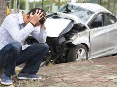 車で事故を起こしてしまった場合の対応