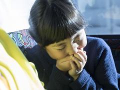子供の車酔いの原因と予防・対策方法